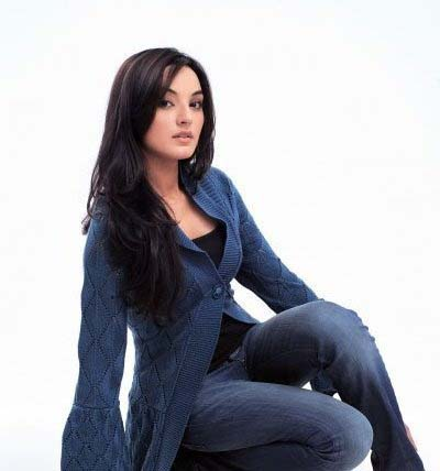 Sadia khan pakistani model images pics and biography for Model height