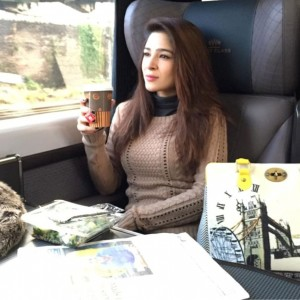 Ayesha Omer tops fashion