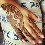 New Mehndi Design on back hand
