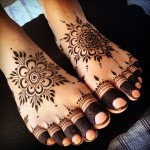 Mehndi on feet