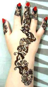 mehndi on beautiful hand