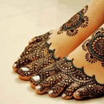 foot fingers mehndi