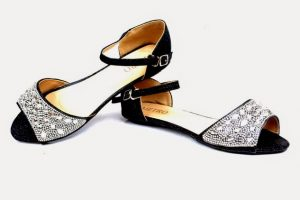 Metro Shoes Footwear Design for Eid ul Adha over the years, has well-known its reputation as one of the luxury brands in Metro Shoes Footwear Design for Eid ul Adha and accessories all across the country and further than borders, showcasing a large range of seasonal, casual, fan cy, formal and bridal collections in ladies clutches, shoes, handbags and men's shoes, keeping in viewpoint the varied shared likes, interests and aspiration.Metro imports, as well nearby produces, a delightfully diverse line of characteristic designs that expansively cater to market sentiments.