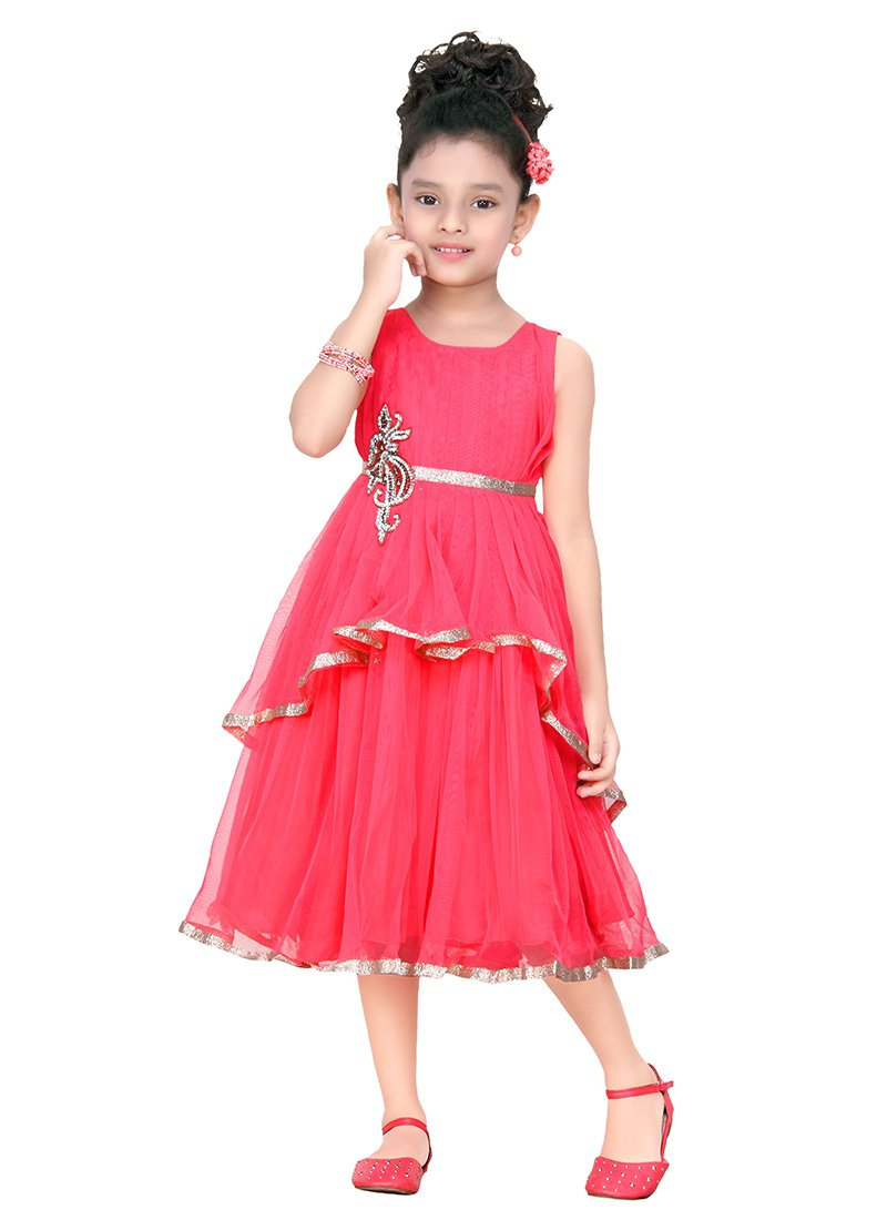 Latest Style Eid Dresses Designs for Girls – Eid-ul-Fitr is right around the corner and people are planning about their Eid shopping. Especially girls like to decide way ahead of Eid about their dresses. If you have been looking for stylish Eid dresses for girls then you should give this a post a read.