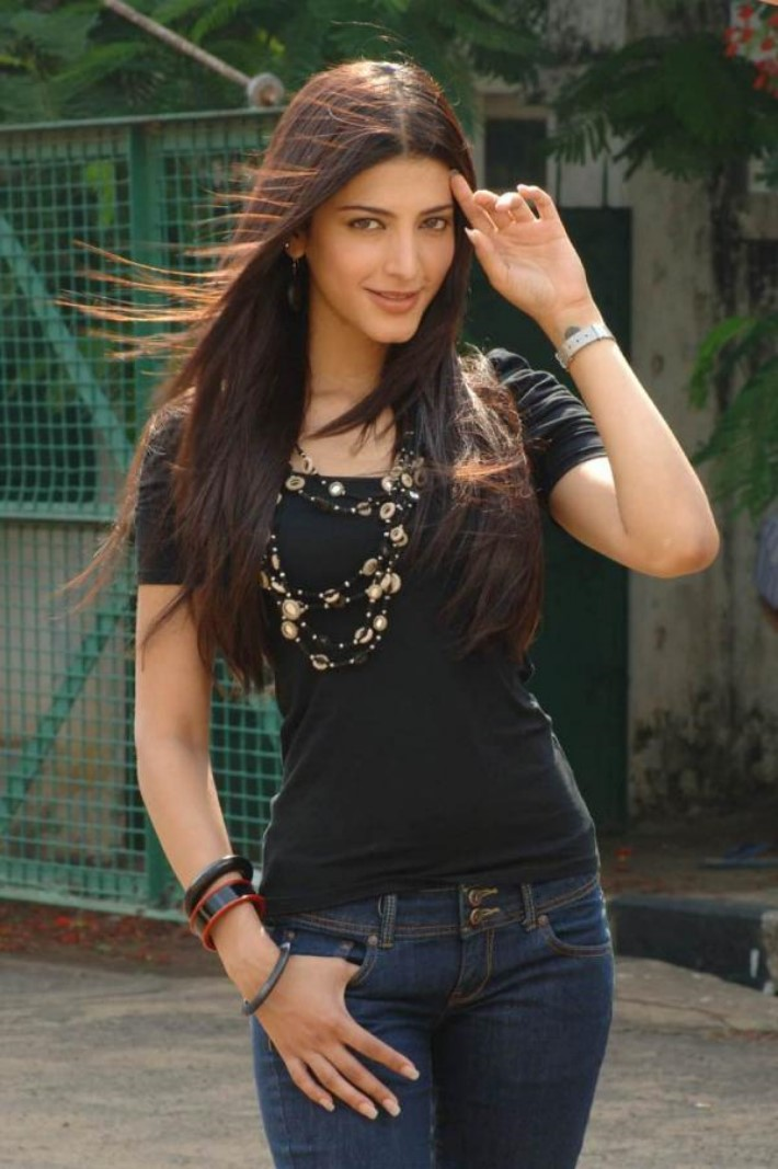 indian Actress Shruti Hassan latst dresses