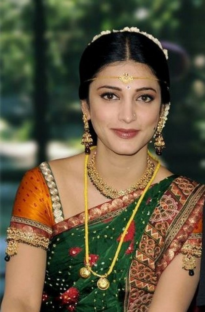 new designs dresses for Actress Shruti Hassan
