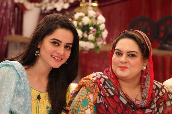 Aiman & Minal Khan Photo Shoot With Their Mother In ...