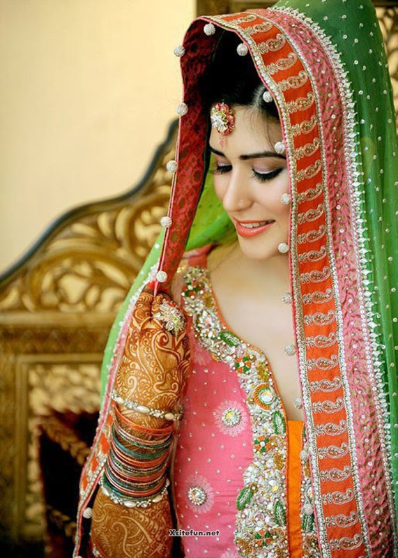 Pakistani Fashion Latest Hairstyle & Makeup For Eid Ul Fitr Women