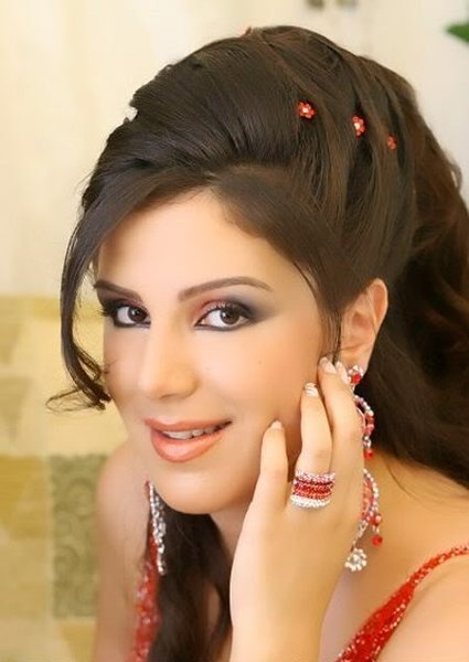 Pakistani Fashion Latest Hairstyle & Makeup For Eid Ul ...