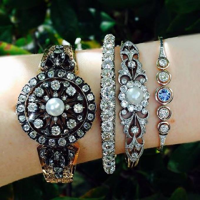 Latest Diamond Bangles Designs 2017 With Light Weight & Price