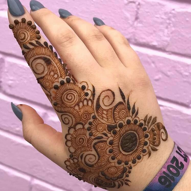 Mehndi New 2017 : Beautiful henna designs for pakistani girls women