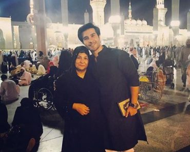 Feroze Khan Perfume's umrah With His Mother In Madina