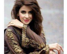 Saba Qamar Family & bio profile