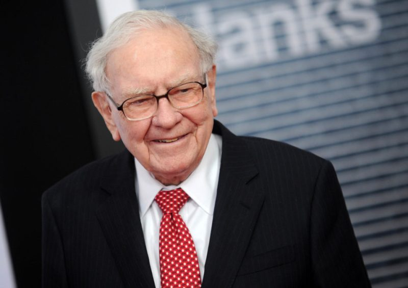 Celebrated Top 10 Wealthiest Person of the World Warren Buffett Picture